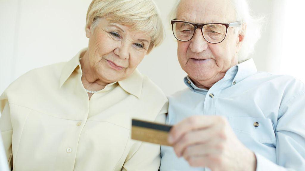Выгодные кредитные карты для пенсионеров без отказа